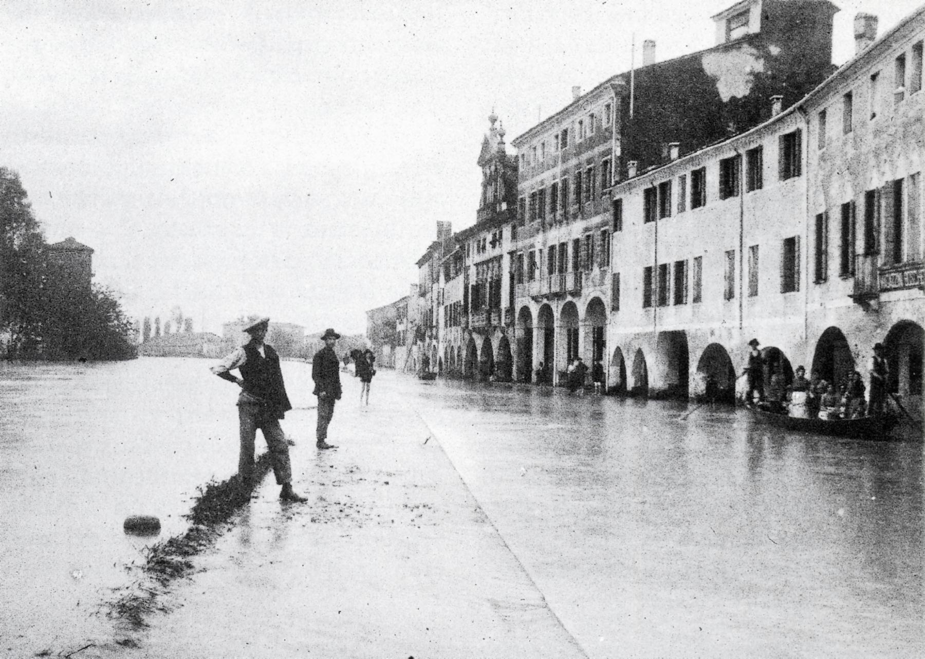 Alluvione del 1905 nella zona della Barriera Saracinesca di Padova.