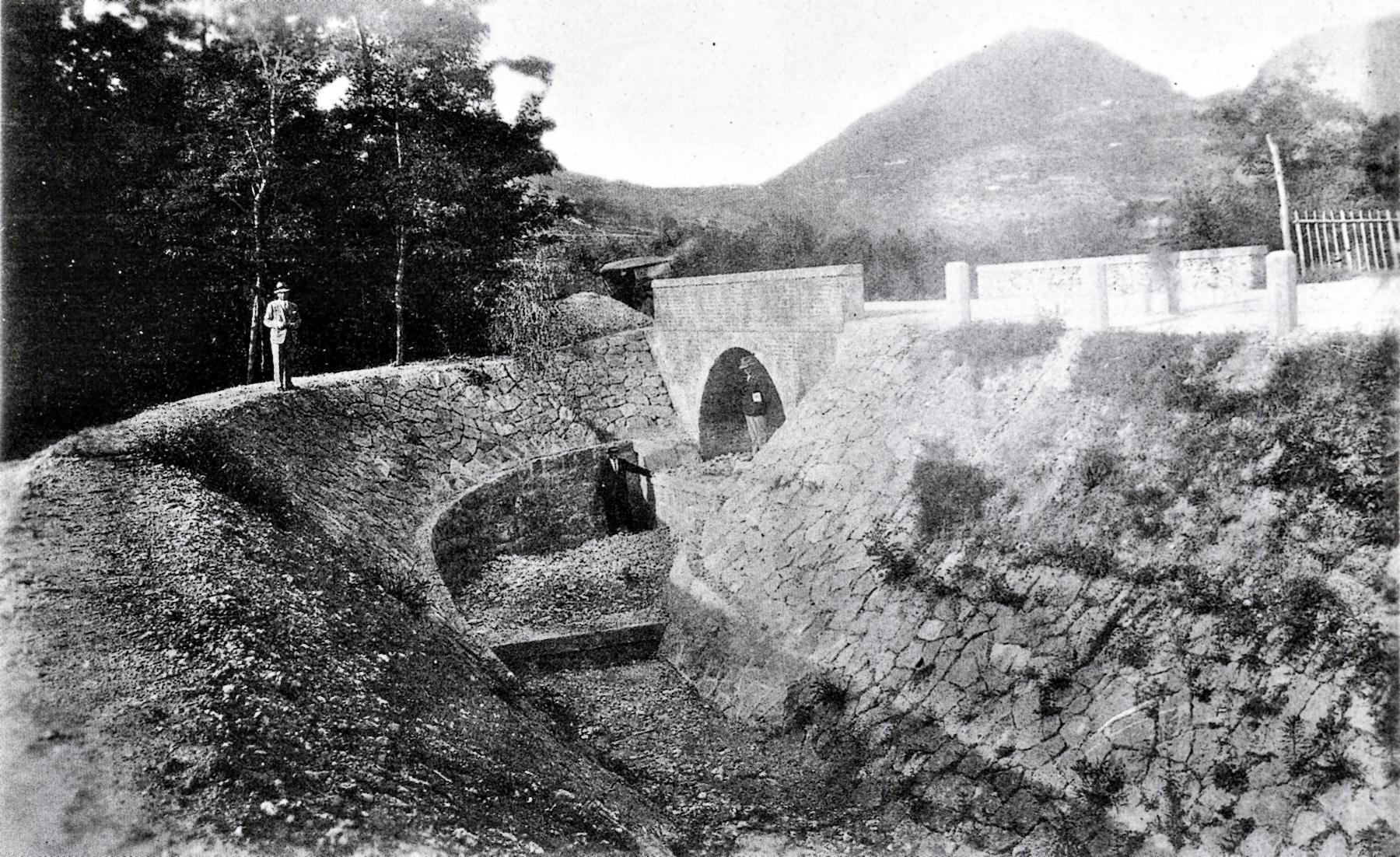 Briglia del Rio Valnogaredo e ponte sulla via Cavalcaressa, in località Crosara, in una foto del 1934.