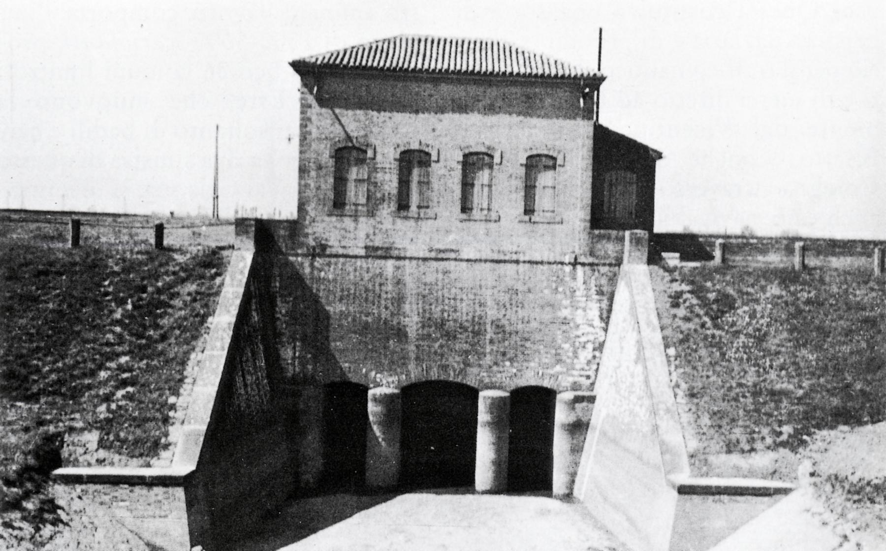 Il sostegno Brancaglia ad Este visto dal canale Bisatto in una foto del 1938.